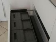 cassettone con contenitori per raccolta differenziata