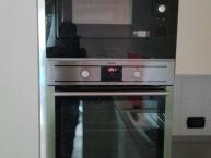 colonna con forno tradizionale e forno a microonde