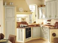cucina classica angolare in legno e muratura