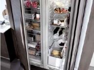 Grande frigorifero e congelatore
