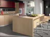 Cucina moderna con isola fuochi