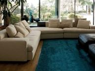 divano angolare con mobile integrato e puff