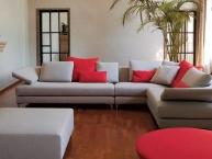 divano angolare moderno con isola