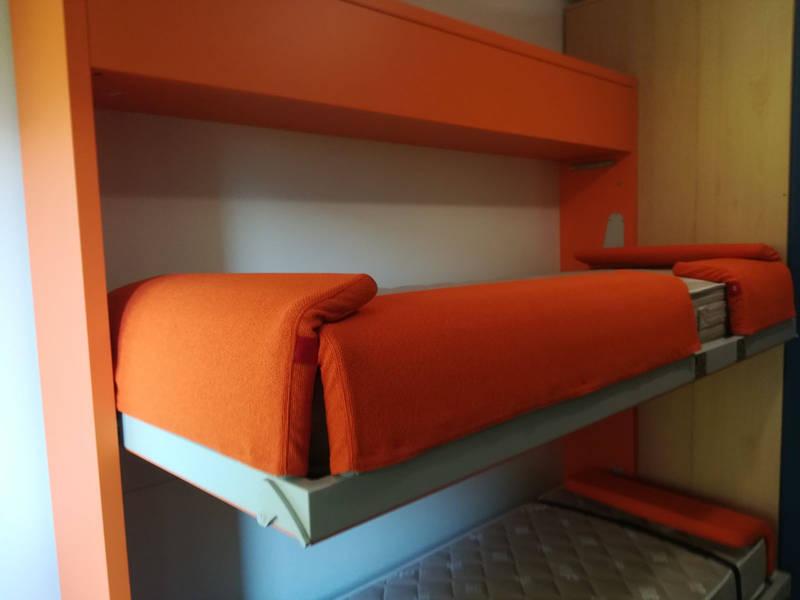 2 letti in 35cm in una cameretta per ragazzi a trento - Meccanismo per letto a scomparsa ...
