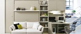 Sistema trasformabile con letto verticale ad apertura abbattibile e con divano e mensola libreria